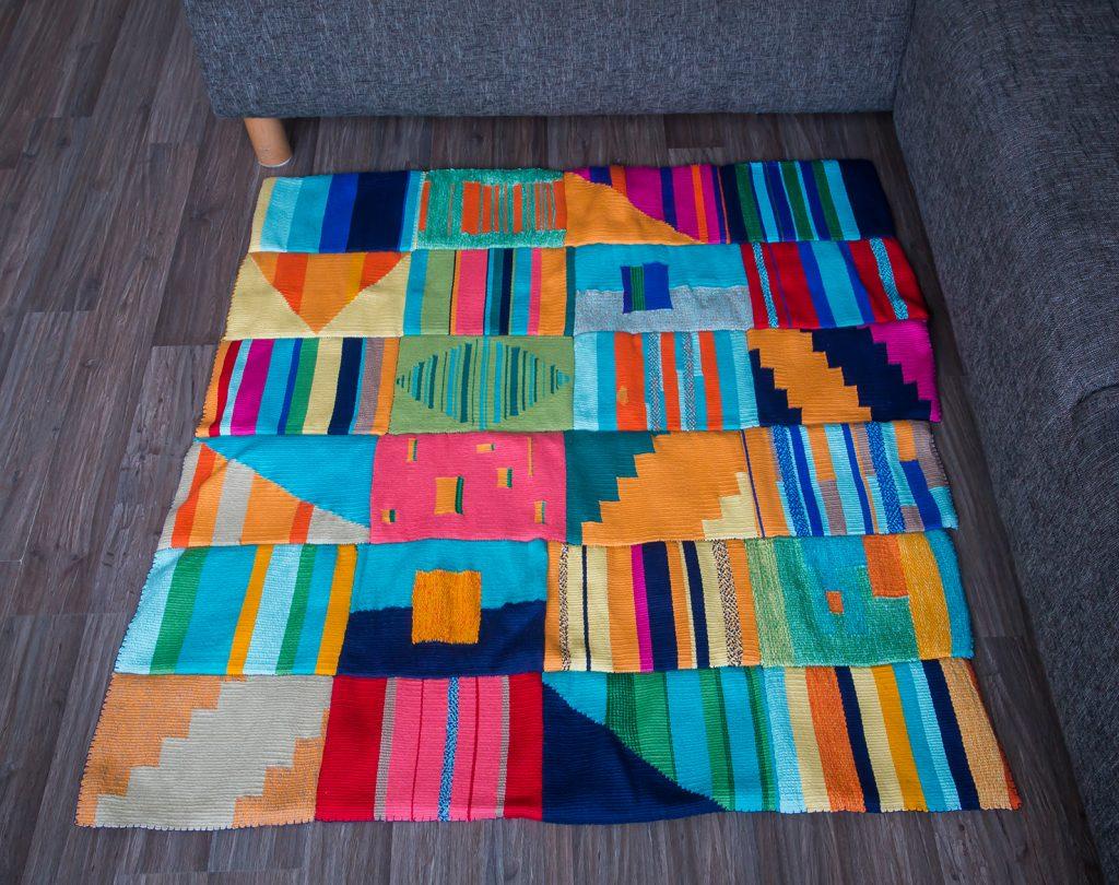 Kleurrijk vloerkleed, geweven met de hand door Atelier groenmblauw.