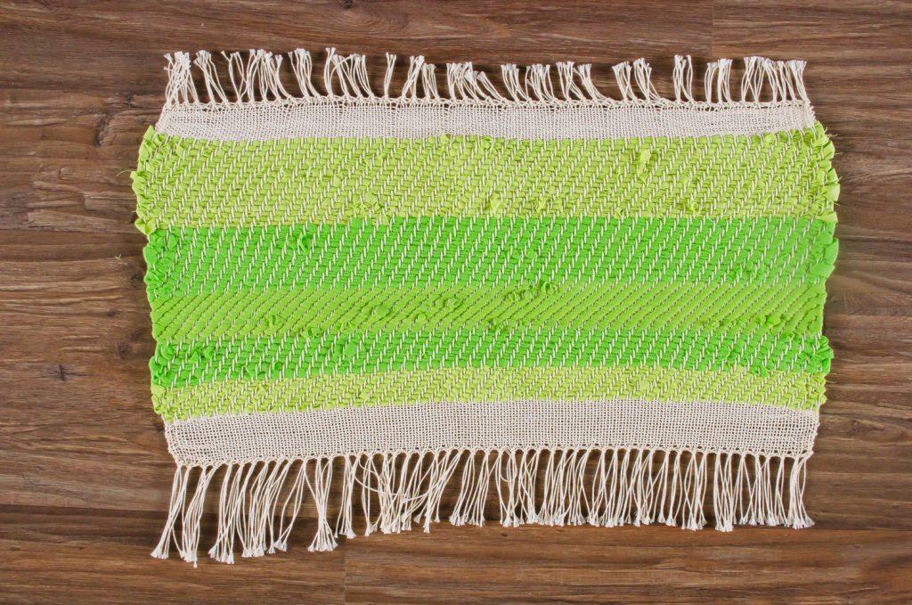 Voorbeeld herinneringskleed met divers oud textiel.